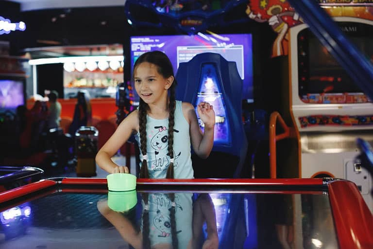 Girl-Playing-Air-Hockey-Img2